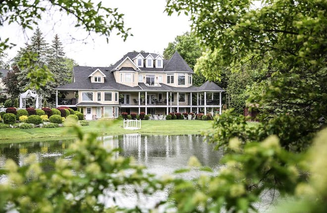 5-Star Luxury Meets Dazzling Hospitality at Nestleton Waters Inn